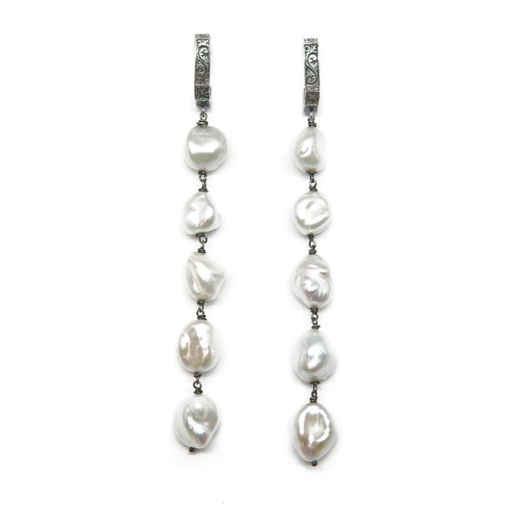 Pendiente largo perlas naturales