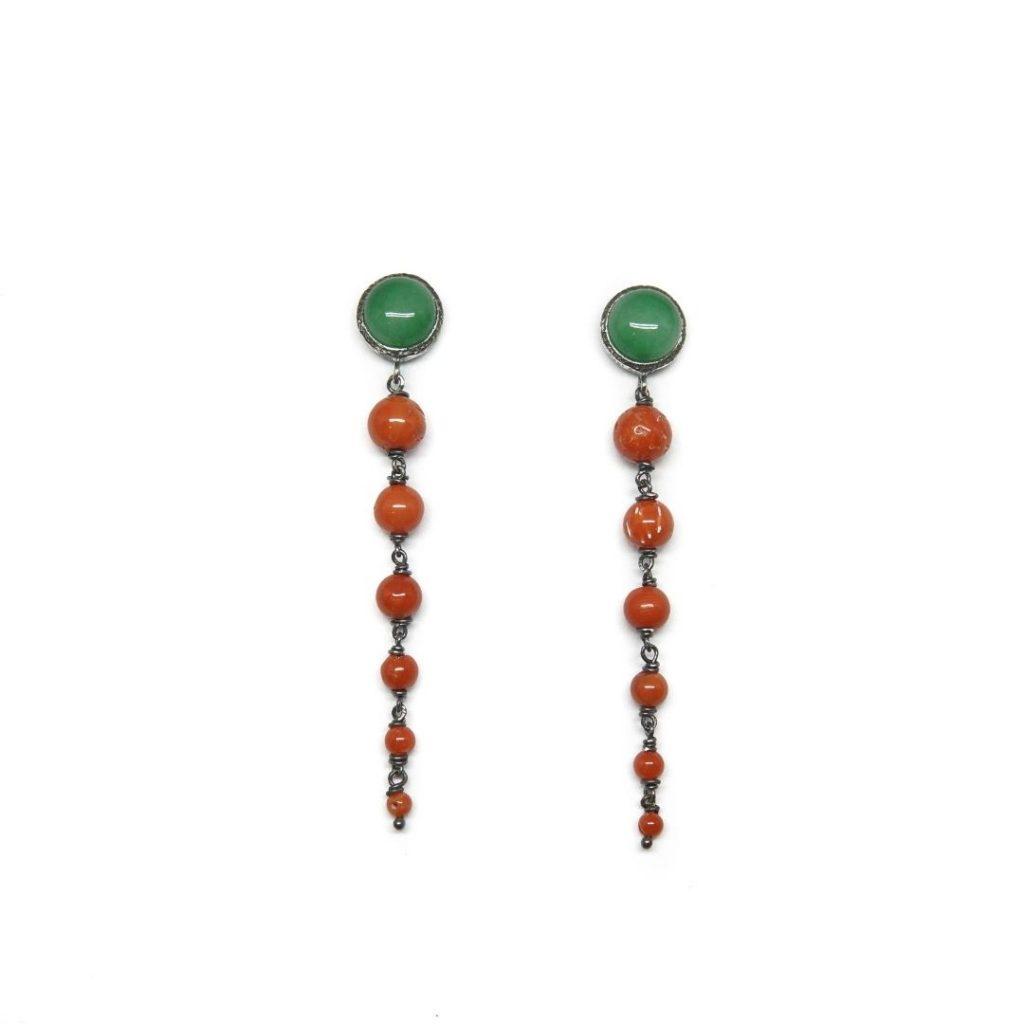 Pendiente largo en jade y coral