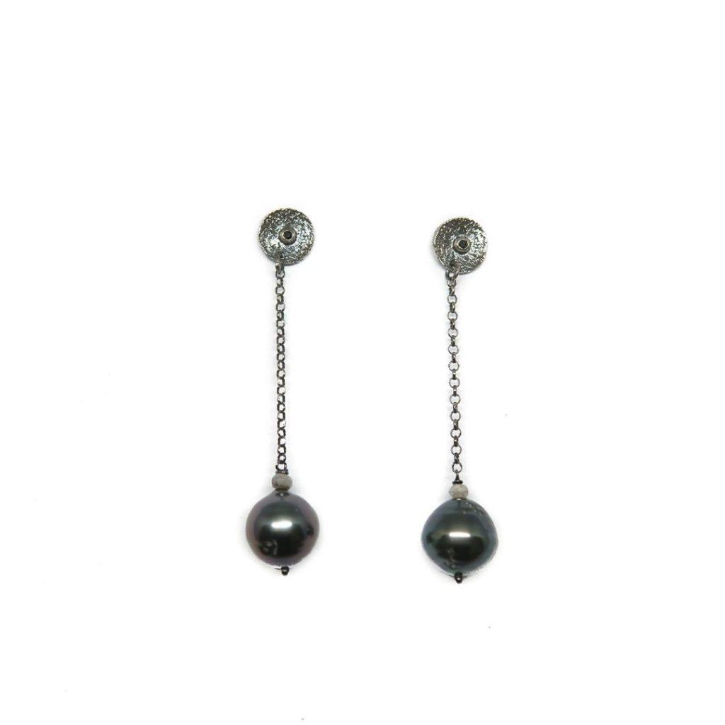 Pendiente largo espinela, silverita y perla tahití