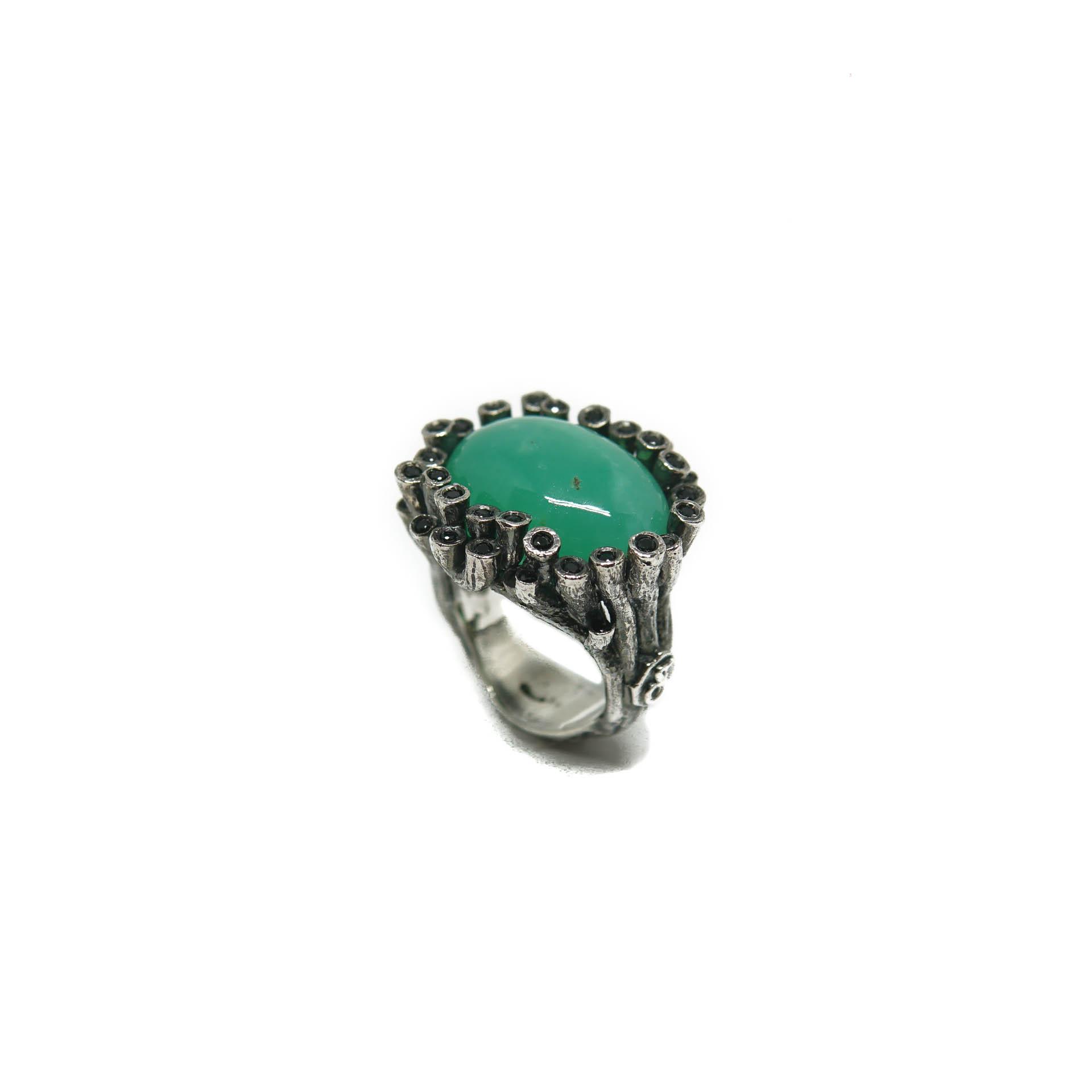 anillo con criopasa y espinela negra
